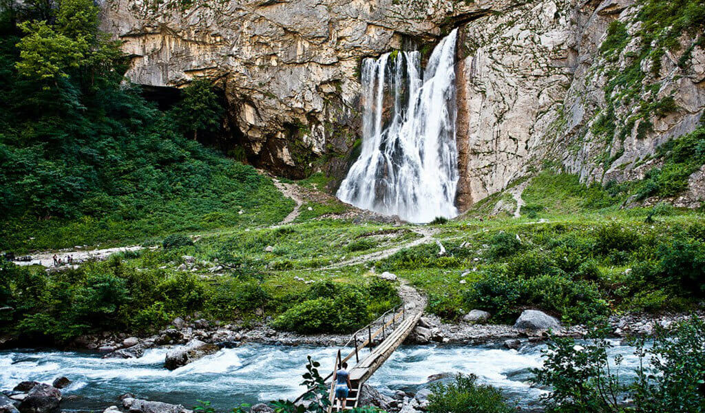 Гегский водопад на озере Рицца