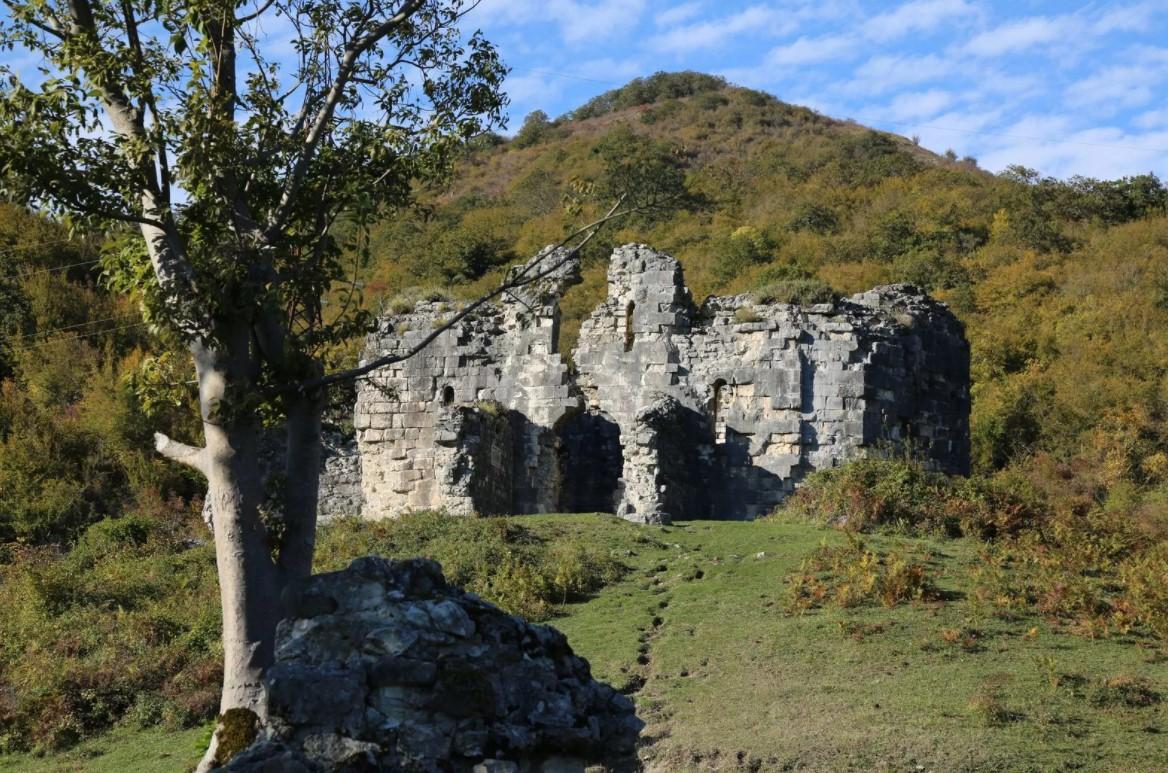 Бзыбский храм-крепость (Абхазия)
