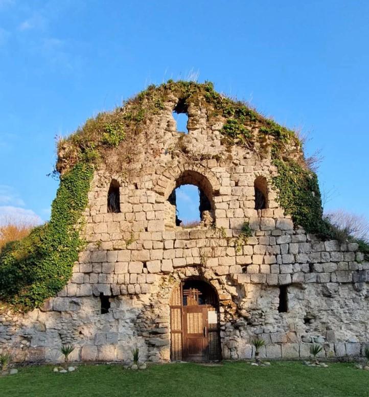 Руины храма-крепости Амбара