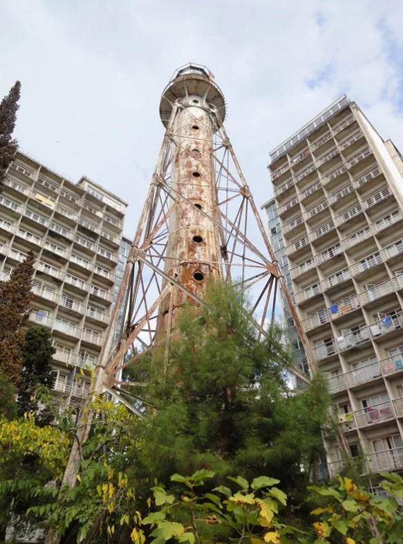 Старый маяк в Пицунде