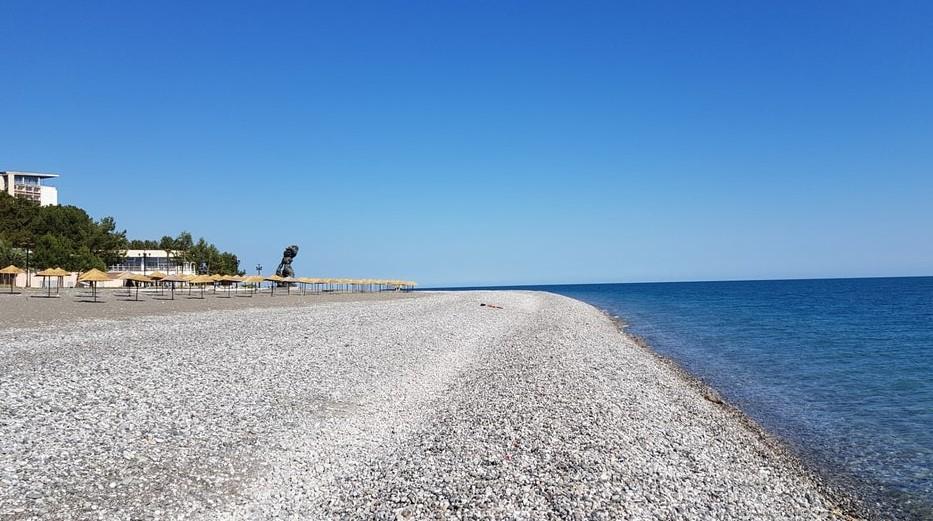 фото: Море и пляж в Пицунде
