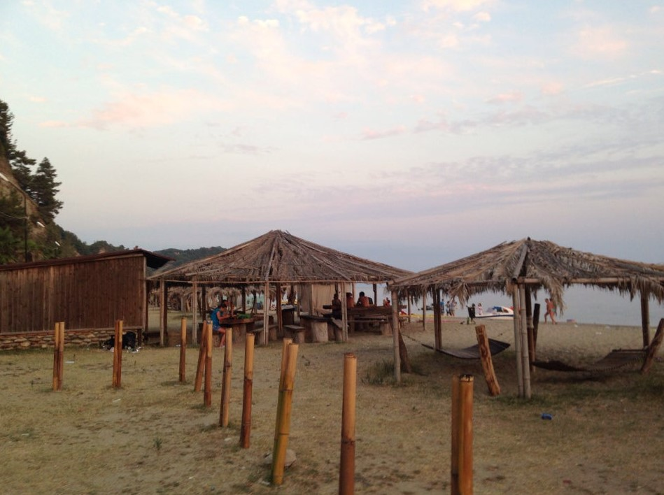 фото: пляж в Пицунде