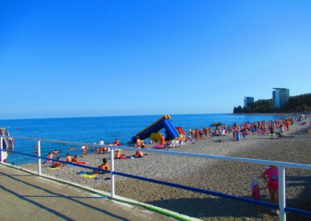 Море и пляж Пицунды