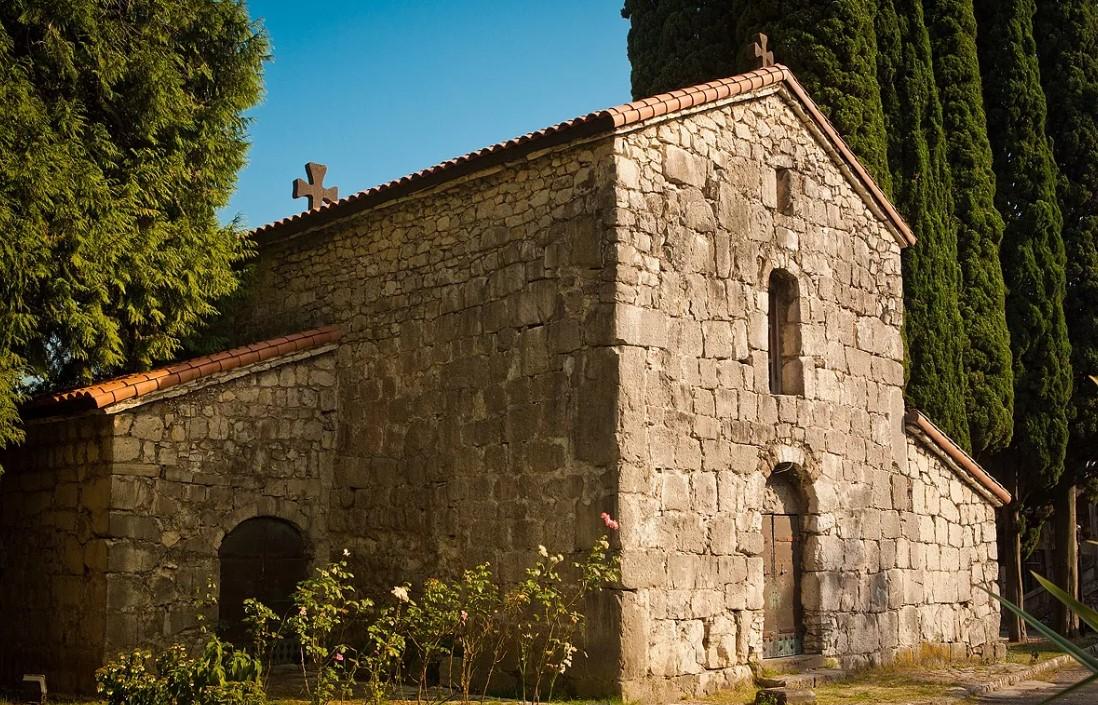 Крепость Абаата + Церковь (Гагра)