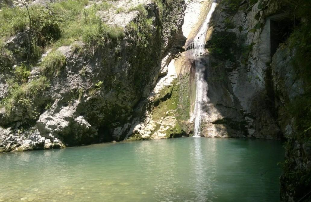 Водопад в Армянском ущелье (у Иверской горы)